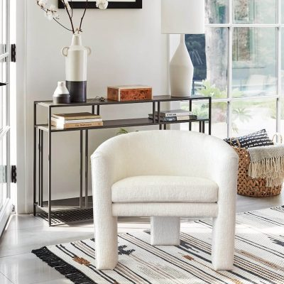 Duke Modern Chair with three legs